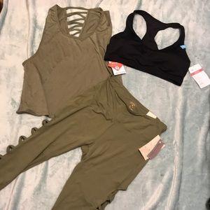 Workout set: top/sports bra/capris leggings
